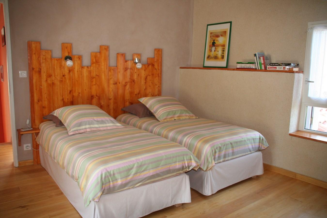 Chambre étage gite de castang 2  lits